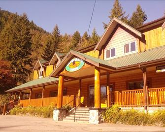 Sasquatch Inn - Harrison Hot Springs - Building