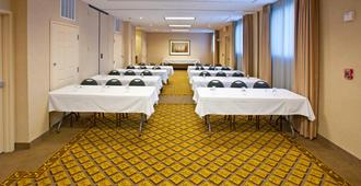 Candlewood Suites Indianapolis Downtown Medical District, An IHG Hotel - Indianapolis - Meeting room