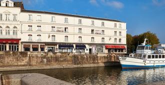Best Western Le Cheval Blanc - Vieux Port - Honfleur - Building