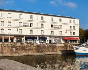 Best Western Le Cheval Blanc - Vieux Port - Онфлер - Building