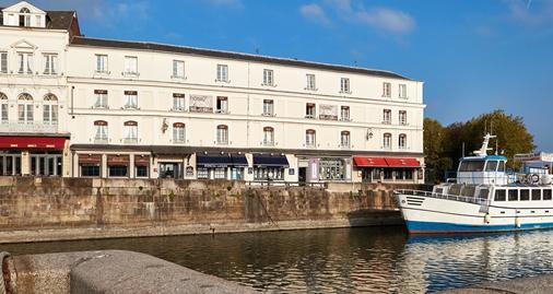 Best Western Le Cheval Blanc - Honfleur - Building