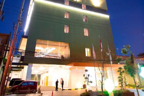Zest Hotel Jemursari - Σουραμπάγια - Κτίριο