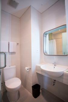 Zest Hotel Jemursari - Σουραμπάγια - Μπάνιο
