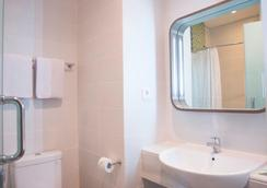 結摩勒薩利熱情酒店 - 泗水 - 泗水 - 浴室