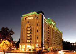 Holiday Inn Sandton - Rivonia Road - Sandton - Building
