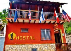 Hotel & Hostel Berakah - Copan Ruinas - Building