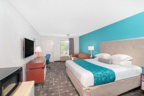 Howard Johnson by Wyndham Aiken - Aiken - Bedroom