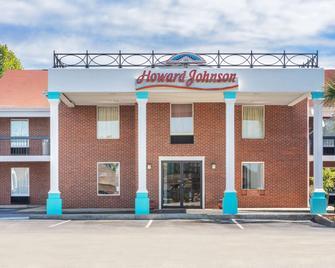 Howard Johnson by Wyndham Aiken - Aiken - Building