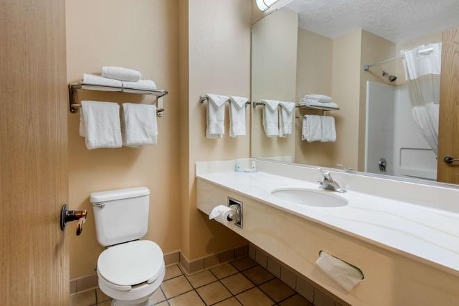 Quality Inn & Suites - Albuquerque - Bathroom
