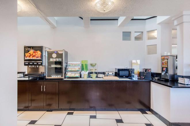 Quality Inn & Suites - Albuquerque - Buffet