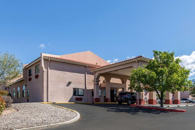 Quality Inn & Suites - Albuquerque - Building