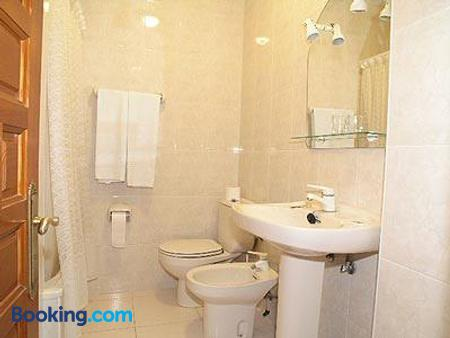 Hotel Costa San Juan De La Canal - Santander - Bathroom