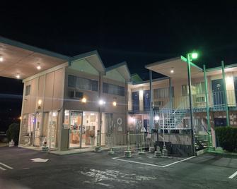 Best Motel - Mojave - Building