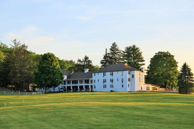 Wolf Hollow At The Water Gap Country Club - Delaware Water Gap - Building