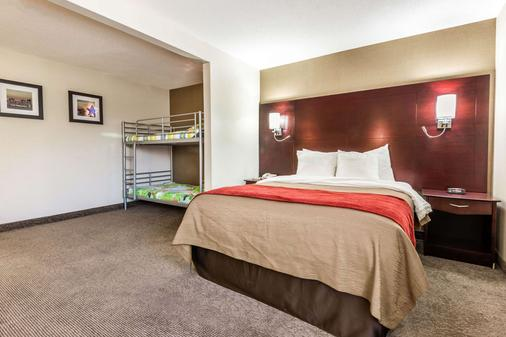 Comfort Inn & Suites - Barrie - Bedroom