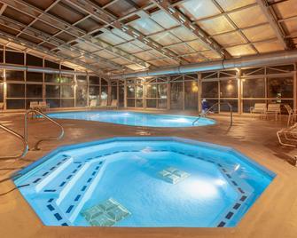 La Quinta Inn & Suites by Wyndham Chicago Tinley Park - Tinley Park - Басейн