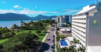 Holiday Inn Cairns Harbourside - Cairns - Outdoor view