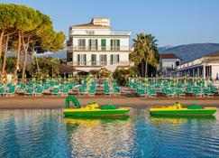 호텔 가브리엘라 디아노 마리나 - 디아노마리나 - 해변