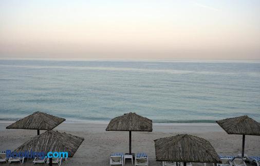 Ramada by Wyndham Beach Hotel Ajman - Ajman - Παραλία