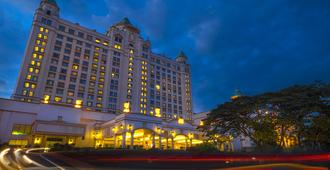 Waterfront Cebu City Hotel & Casino - Cebu City - Building