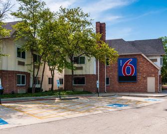 Motel 6 Chicago North Central-Arlin - Arlington Heights - Building