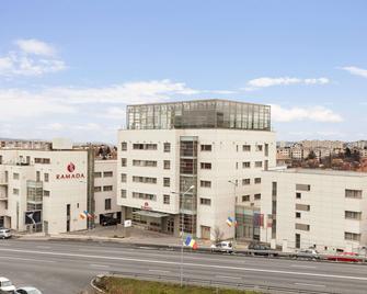 Ramada by Wyndham Cluj - Cluj - Edificio