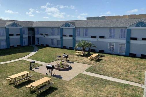 Days Inn by Wyndham Rockport Texas - Rockport - Κτίριο
