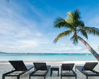 Microtel by Wyndham Boracay - Boracay - Beach