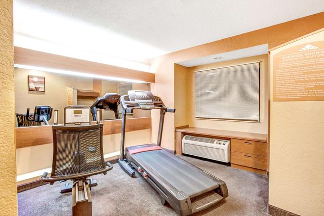 Microtel Inn & Suites by Wyndham Newport News Airport - Newport News - Gym