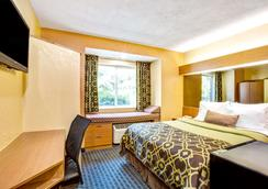 Microtel Inn & Suites by Wyndham Newport News Airport - Newport News - Bedroom