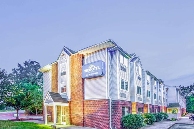 Microtel Inn & Suites by Wyndham Newport News Airport - Newport News - Building