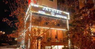 Jasmine Hotel - נור-סולטן