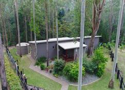 Mistinthegumtrees Eco Luxury Cabins - Dora Creek - Outdoors view