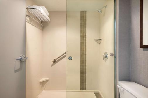 Hyatt Place Chicago Schaumburg - Schaumburg - Bathroom