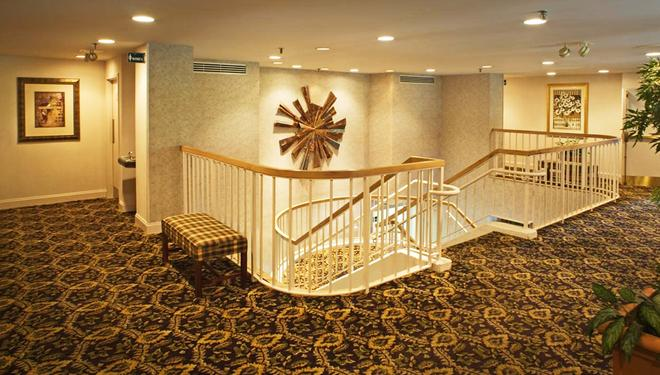 Ramada by Wyndham Nashville/Music Valley - Nashville - Hallway