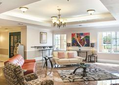 La Quinta Inn & Suites by Wyndham Slidell - North Shore Area - Slidell - Σαλόνι