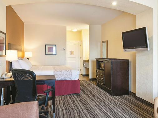 La Quinta Inn & Suites by Wyndham Slidell - North Shore Area - Slidell - Bedroom