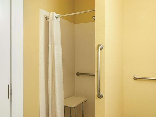 La Quinta Inn & Suites by Wyndham Slidell - North Shore Area - Slidell - Bathroom