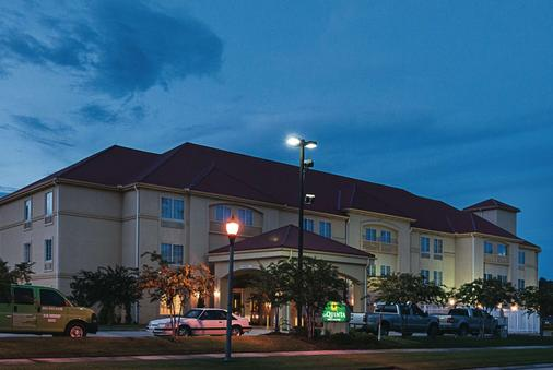 La Quinta Inn & Suites by Wyndham Slidell - North Shore Area - Slidell - Building