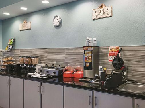 La Quinta Inn & Suites by Wyndham Slidell - North Shore Area - Slidell - Buffet