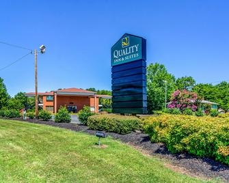Quality Inn and Suites Creedmor - Butner - Creedmoor - Building