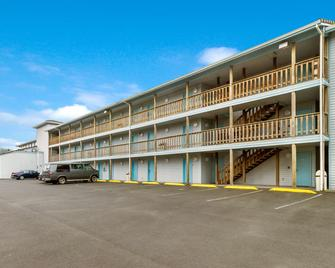 Red Lion Inn & Suites Seaside - Seaside - Building