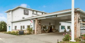 Red Lion Inn & Suites Seaside - Seaside - Toà nhà