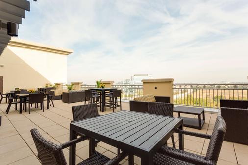 Drury Inn & Suites Dallas Frisco - Frisco - Parveke