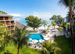 Coral Strand Smart Choice Hotel - Beau Vallon - Piscina