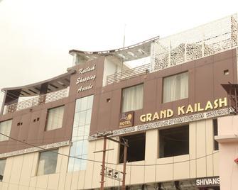 Hotel Grand Kailash - Kotdwāra - Building