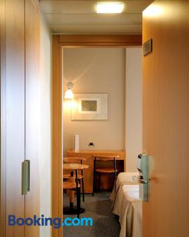 Maniatis Hotel - Sparta - Bathroom