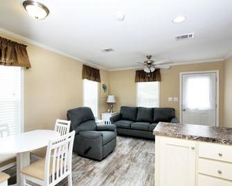 Majestic Oaks RV Resort - Zephyrhills - Living room