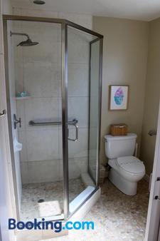 Cambria Shores Inn - Cambria - Bathroom