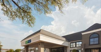 Holiday Inn Express & Suites Irving Dfw Airport North - Irving - Building